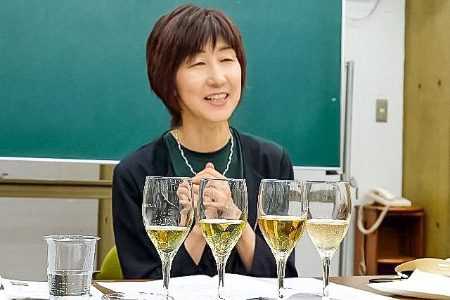ワインを前にした講師