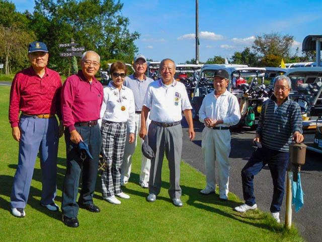 ゴルフ、スタート前の集合写真