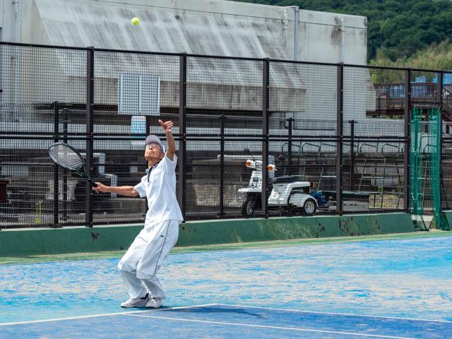 健康テニス、サーブ