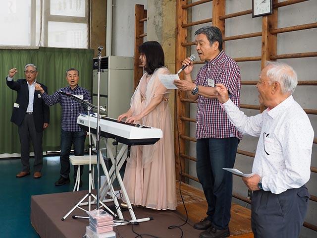 総会の後で合唱